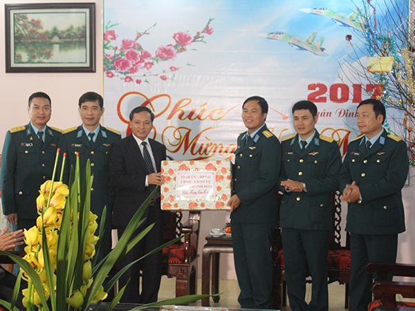 Thiếu Tướng Nguyễn Văn đảm Pho Tư Lệnh Quan Chủng Pk Kq Kiểm Tra Sẵn Sang Chiến đấu Va Chuc Tết Trung đoan Khong Quan 923