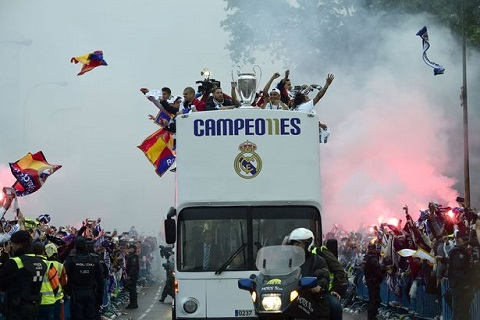 real-nhuom-trang-quang-truong-cibeles-voi-chuc-vo-dich-champions-league-o-madrid