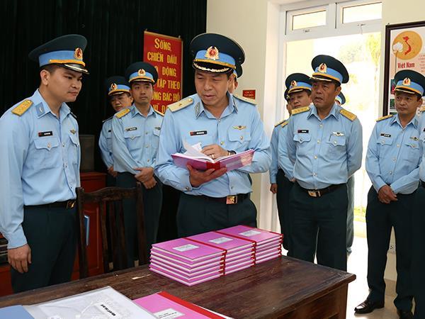 chinh-uy-quan-chung-kiem-tra-trung-doan-921-su-doan-371