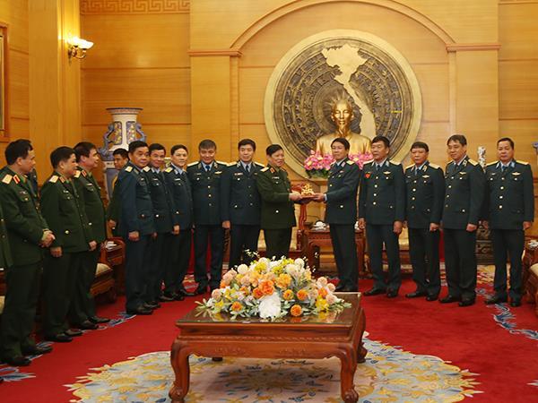 dai-tuong-ngo-xuan-lich-tham-va-lam-viec-tai-quan-chung-phong-khong-khong-quan