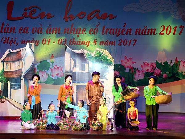 lien-hoan-hat-ru-hat-dan-ca-va-am-nhac-co-truyen-quan-chung-pk-kq-nam-2017