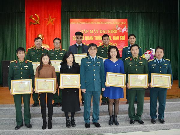 quan-chung-phong-khong-khong-quan-gap-mat-dai-bieu-cac-co-quan-thong-tan-bao-chi-nhan-dip-xuan-ky-hoi-2019