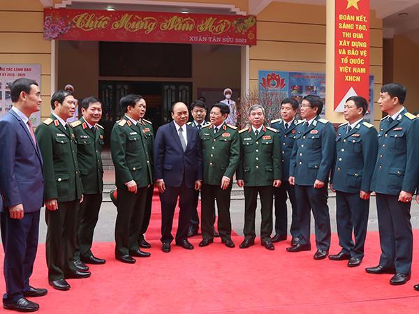 thu-tuong-nguyen-xuan-phuc-tham-va-chuc-tet-can-bo-chien-si-su-doan-361