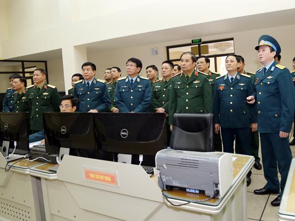 trung-tuong-phung-si-tan-pho-tong-tham-muu-truong-lam-viec-tai-quan-chung-pk-kq